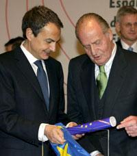 El presidente del Gobierno, José Luis Rodríguez Zapatero, con Don Juan Carlos