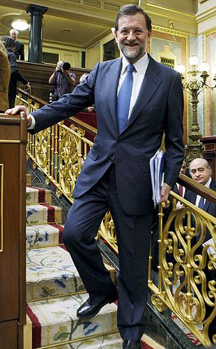 El presidente del PP, Mariano Rajoy, momentos antes del inicio hoy del debate económico en el pleno del Congreso. EFE. Sergio Barrenechea