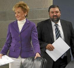 La vicepresidenta María Teresa Fernández de la Vega, y el ministro Francisco Caamaño