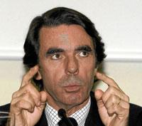 El ex presidente José María Aznar, también en la Red genera filias y fobias: aunque existen diversas páginas de Facebook en su contra, el ex presidente Aznar congrega a casi 5.000 admiradores en una de ellas