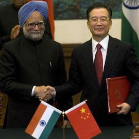 Los primeros ministros indio y chino, Manmohan Singh y Wen Jiabao, en una cumbre en 2008. AP
