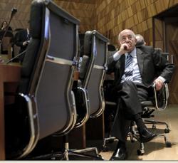 El gobernador del Banco de España, Miguel Ángel Fernández Ordóñez, el lunes durante la presentación de la página web finanzasparatodos.es.