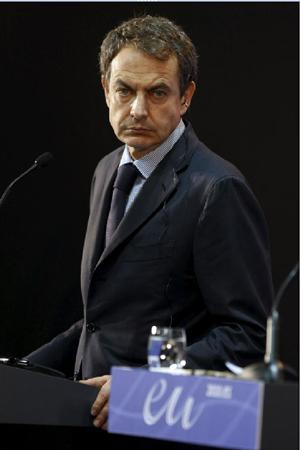El presidente español, José Luis Rodríguez Zapatero, durante la rueda de prensa ofrecida al término de la cumbre Unión Europea-Comunidad Andina, hoy en Madrid