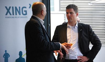 Dos empresarios conversan en uno de los encuentros organizados por Xing