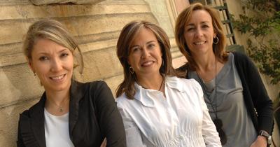 De izq. a dcha., Irene Cano, directora de Facebook España; Elena Gómez, presidenta de Fecemd; y Koro Castellano, directora general de Tuenti