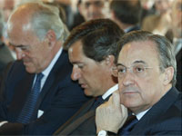 B. Falcones (FCC), J. M. Entrecanales (Acciona) y F. Pérez (ACS). Efe.