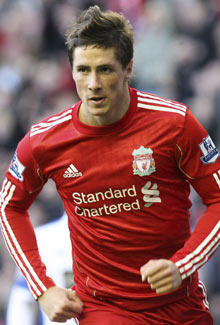 Fernando Torres, delantero del Liverpool FC, equipo que junto al Manchester United más dinero ingresa por patrocinio en su camiseta en Europa | Foto: Efe