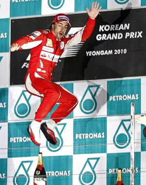 Alonso celebraba así su última victoria en Corea. No era para menos, le ponía el Mundial muy cerca