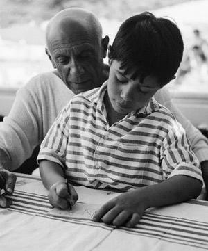 El artista con su hijo Claude, encargado de administrar su sucesión, y quien alertó a las autoridades del posible robo