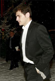 Iker Casillas desafiaba a la climatología suiza en mangas de chaqueta