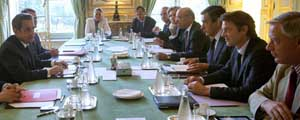 El presidente de Francia, Nicolas Sarkozy, ha solicitado a sus ministros de Finanzas y de Presupuestos durante la reunión que han mantenido esta mañana. Foto: Reuters