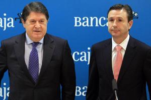 Aurelio Izquierdo (a la derecha) es el nuevo presidente y consejero delegado de Banco de Valencia tras la renuncia a la presidencia de José Luis Olivas (izquierda)