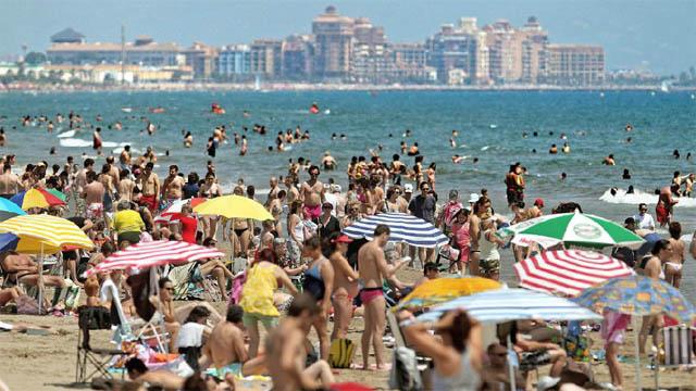 El turismo español registra en julio el segundo mejor mes de su historia -  Expansión.com